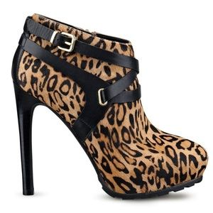 NEW! GUESS Igoraly Leopard Platform Ankle Boots 8